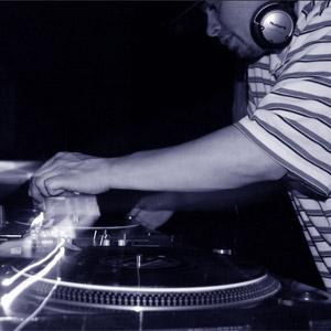 Un chileno, DJ B-ESE, entre los mejores DJs de mundo